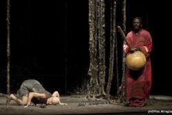 """Pamela Villoresi  e Baba Sissoko in """"Memorie di ina schiava"""" regia Gigi di Luca - produzione La Bazzarra - Febbraio 2012"""
